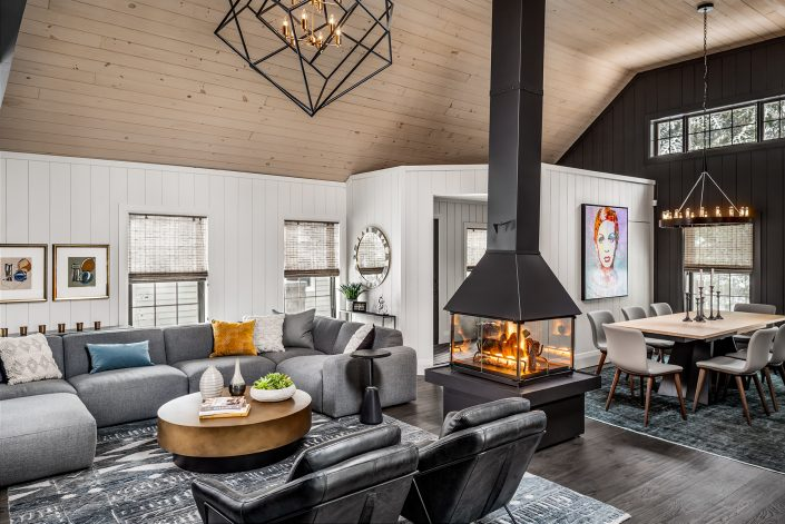 Blue Mountain Chalet - Laura Hay